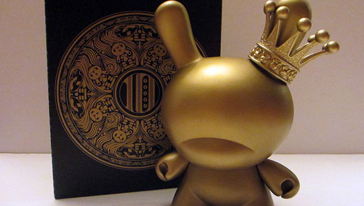AW177 Tristan Eaton Gold King Dunny 1